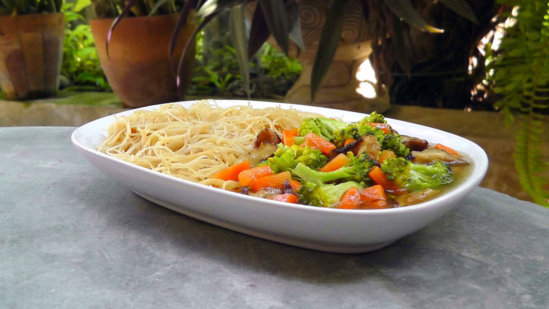 thai-fried-noodles-vegetables