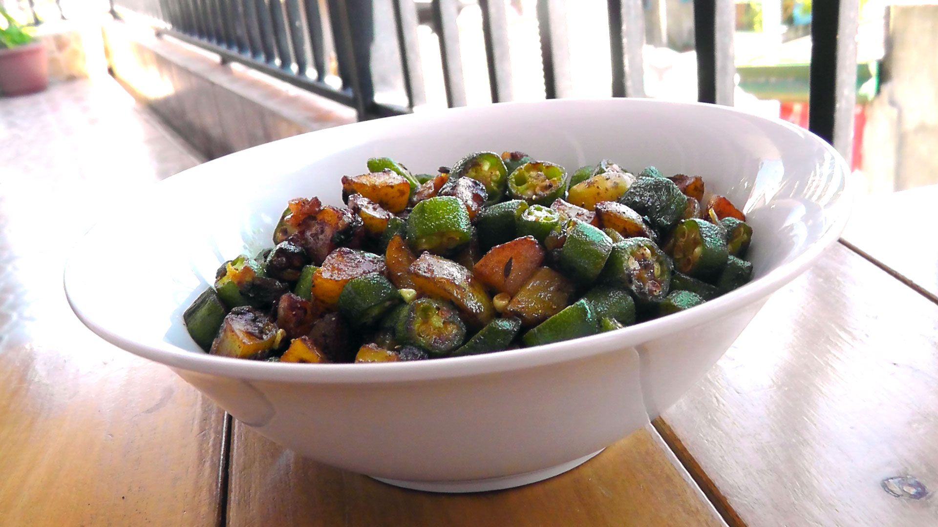 indian-okra-potatoes